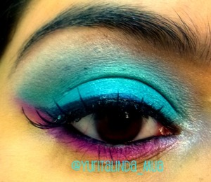 This is my look for the end of the world (belated). The lashes are to die for, hehe. (Active Cosmetics, glam eyelashes)