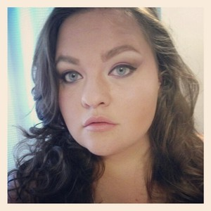 A semi dramatic day time natural cat eye!