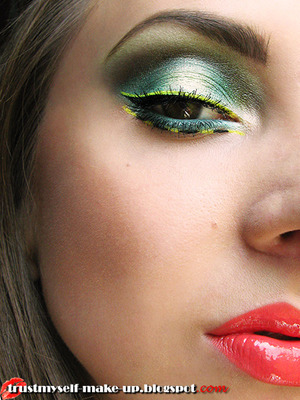 More pictures here: http://trustmyself-make-up.blogspot.com/2012/07/inspired-by-places-welcome-to-new.html