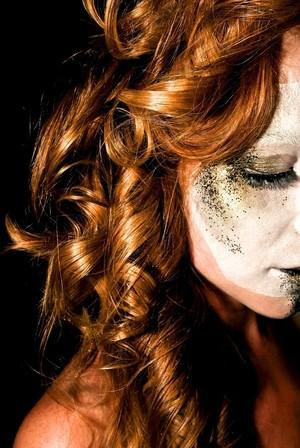 curly hair, ringlets, avant garde, gold eyeshadow