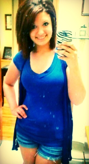 Sorry for the yellow tinge to the picture but I love this outfit, it was so comfy yet simple :)