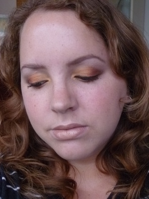 Warm summer eyes with neutral lips