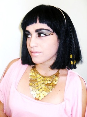 Neutral Cleopatra Look