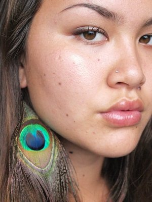I love the whole feather earring trend! These are a pair of my favorite earrings of all time- my peacock feathers :)