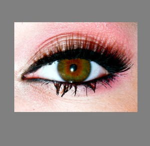 Pink eyeshadow or lack of =/  I used Kiss number 5 lashes