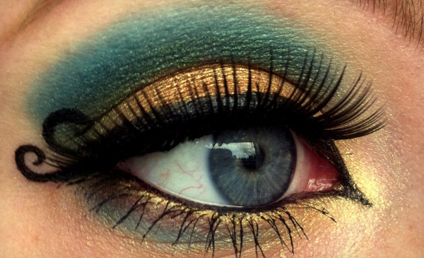 winged eye makeup