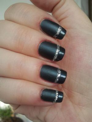 I used :erre due last minute nail polish No 85 and manhattan pro-mat top coat