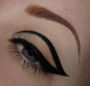 A graphic winged liner using simply a gel liner and a matte shadow! I used Immortal gel liner by MakeupGeek. It wasn't in the registry so I added a dupe instead.   http://www.youtube.com/watch?v=FmzMfm3U72s