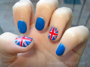 My first UK flag nail art. I think i improved a little bit since this one but i still like them. A lot of people asked how i did them lol.