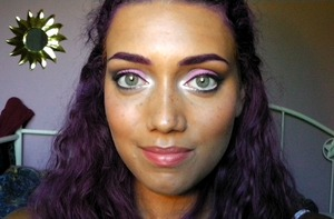 http://lizzielovesmakeup.blogspot.ca/2012/08/soft-grey-and-pink-smoky-eyes-video.html