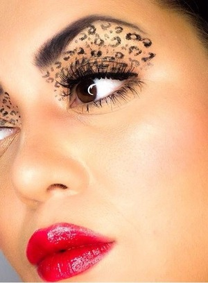 Just a close up look of the leopard print look.