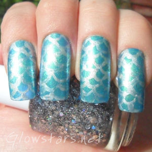 To find out how this mani was achieved please visit http://glowstars.net/lacquer-obsession/2012/08/mermaids