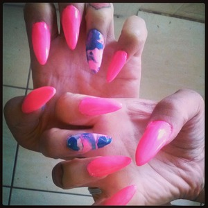 Cotton candy colored nails,look yummy?