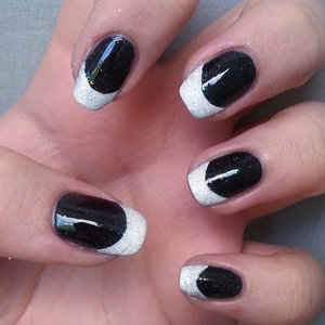 Black - Gabriella Salvete Enamel With Hardener (117); White - Avon Gel Finish (Iceberg White); Glitter - Avon ColorTrend (Hello Holo); Top coat - Seche Vite.