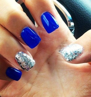Blue nails and glitter