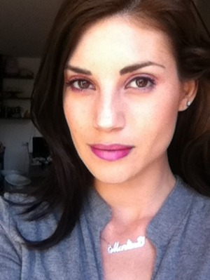 love this tow-tone lips! Darker in the side, lighter in the middle :)