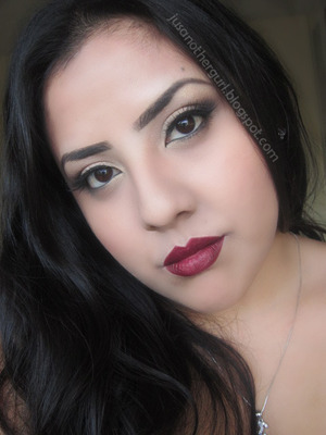 Anybody can wear this look. Perfect for fall. Im loving the dark lips :) 