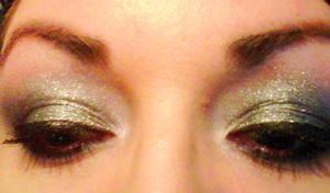 I ♥ Sugarpill Cosmetics- Tiara loose eyeshadow and I make it last with Lime Crime's candy eyed(primer) eyeshadow helper.