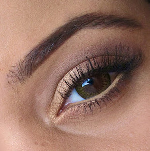 A simple neutral look-perfect for those that don't want to much going on in the warmer months.