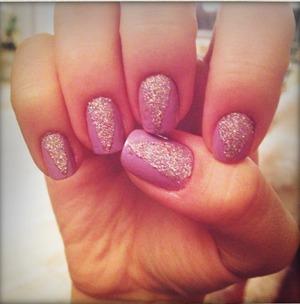 Sparkle dagger-like triangle shaped nail art. :)