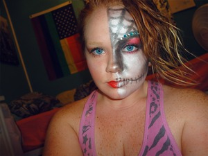 My first attempt, and I got this look from Theresa B's tutorial. Not bad, eh? (: