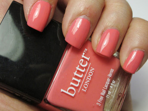 This color is so pretty, def a little salmonly/pinky color.