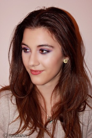 Shimmery peach shadow on the lids and purple eyeliner in a wing