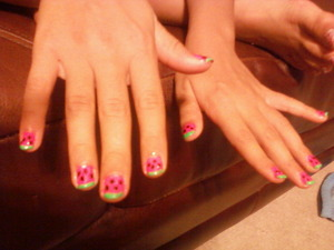 I love this nail design because it's fun and easy to do! ;p