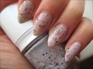 Lovely Korean jelly glitter polish! I bought the set with a blue and a apricot-pink glitter jelly as well. The brush was a bit fluffy-like (puffy, not a straight brush), but ok for this kind of polish!