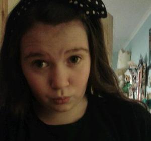 heres me with my new spotty bow. xoxo anybody like??? :-P
