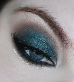 """I used Silk Naturals """"KingFisher"""" on the lid, with """"Chase"""" in the crease."""