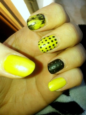 """Nail Art inspired by the Chalkboard Nails 1st design for """"The Laquer Legion""""  http://www.chalkboardnails.com/2014/01/the-lacquer-legion-reinvention.html  NAILPOLISH USED: NYC - #119 city blackout CATRICE - #12 walk the lime  ESSENCE - matte top coat"""