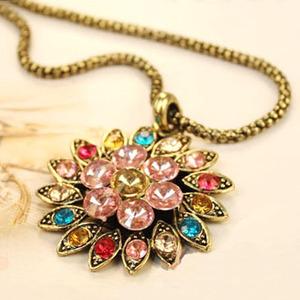 Vintage Multicolor Flower Pendant Necklace.jpg