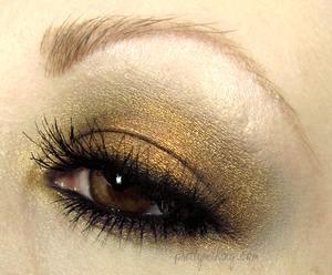 Simple EOTD using Fyrinnae eyeshadows. http://prettymaking.blogspot.com/2012/09/eotd-fire-opal.html