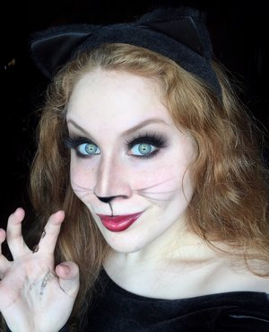 MEEE-YOW! http://www.thaeyeballqueen.com/makeuplooks/sexy-cat-halloween-makeup-look/