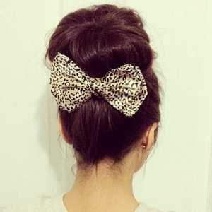 Hey girls! I just did a Donut bun tutorial so if you want a bun like this one in the picture check it out :) 