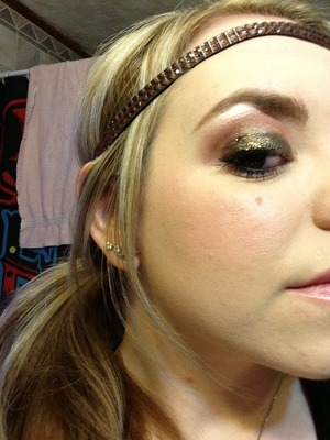 Beautiful neutral, smokey glitter eyes created using urban decay naked palette 1 & lit cosmetics in soul sister :)