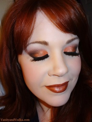 This is a makeup look from the video game Borderlands 2! Hope you like it :-)  Feel free to visit me also at facebook.com/vanityandvodka Have a great day!