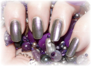http://www.lacquerreverie.com/2013/09/nail-of-day-opi-not-like-movies.html