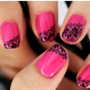 romantic nails-pink and black lace