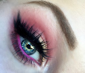 Hey beauties! Hope all of you had an amazing Fourth of July-- today I have in store a beautiful grungy red and shimmering yellow blown out smokey eye inspired by Anemone Pamina flowers! Click this link for full details AND the step by step pictorial:http://theyeballqueen.blogspot.com/2016/07/anemone-pamina-grungy-red-and.html