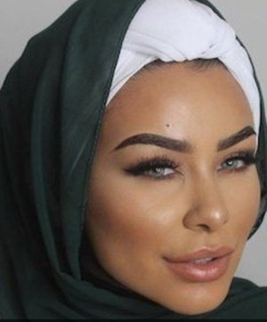 Habiba Da Silva is a YouTuber who does awesome makeup and hijab tutorials😍She is so inspirational🌸Follow her on her social media which is linked to her channel😄This is one of her makeup looks that is just so sleek and clean 👍I  am a big fan and I hope you will be too!