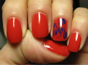 My first Orly polish: I love it! ^_^    PS On the accent nail I have an Essence polish... 'experiment' gone bad!?