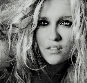 Make-up: Billy B Photo: Lesly Sajak