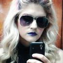 Lips & wavy hair