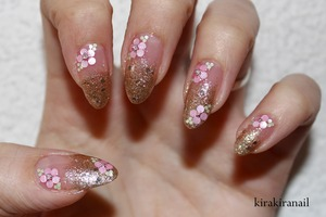 """Products I used: """"Go bold!"""" (Nr. 140) by Essence Nr. 55 by Susie N.Y. Holograms from Studio- nail Micro beads by Ducato Base and top coat"""