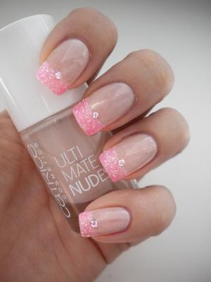 http://missbeautyaddict.blogspot.com/2012/04/31-day-challenge-glitter.html