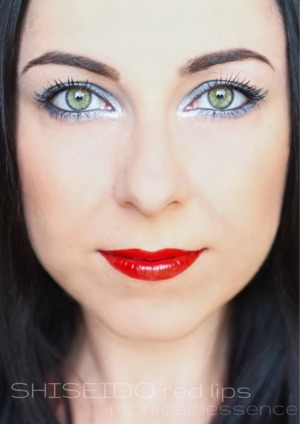 Face: Skin Perfecting 1% BHA Lotion (PAULA ´S CHOICE) Moist Up Base (SHISEIDO) Make-up Diorskin Forever, 020 (DIOR) Liquid Mineral Concealer,  Medium (NUDE BY NATURE) High Definition Compact Powder, 3 Soft cream (ARTDECO) Mineral Bronzer (NUDE BY NATURE)  Eyes  Naked Basics,  Faint, Naked 2 (URBAN DECAY) Advanced Eye Fix Primer (ELIZABETH ARDEN) Eyeshadw palete 96 (ZOEVA) Crayon Regard Intense , 4 Gris Lumiére (SOTHYS PARIS) Kajal eye penil Soft eye kohl, Blanc (ZOEVA) Eye pencil 24/7 Glide-on eye pencil, odtieň ZERO (URBAN DECAY) Riasenka 1000 Lashes (DERMACOL)  Lips Lip liner, Nude (AVON) Lacquer Rouge,  Sanquine RD 413 (SHISEIDO)