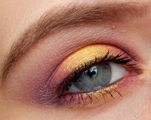 I was inspired by the colours of the Majora's Mask to recreate this eye look :)  http://beautistique.blogspot.co.uk/2015/05/beauty-majoras-mask-inspired.html NEW EYE LOOK: Make-up inspired by the Majora's Mask.