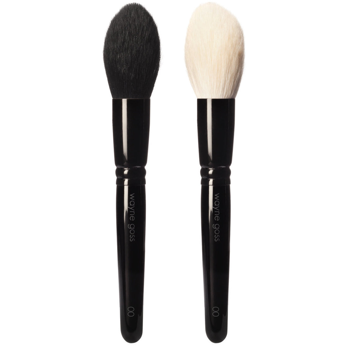 Wayne Goss Brush 00 Powder Brush Duo product smear.